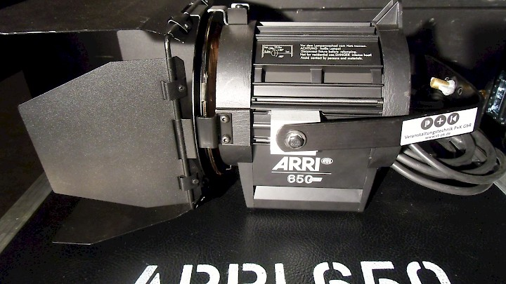 ARRI Junior 650 Plus Man Black Stufenlinsen-Scheinwerfer